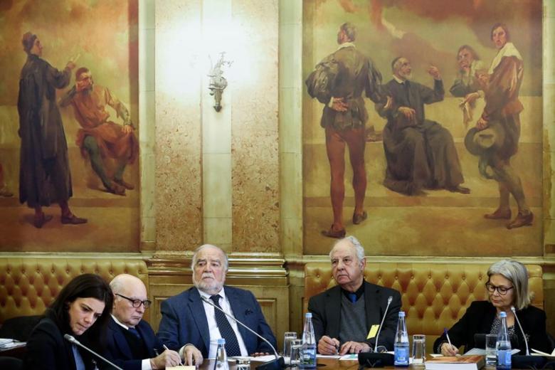 Manuel Alegre na Comissão de Cultura da AR, com Ana Salgado, Martim de Albuquerque e Artur Anselmo. À direita, a presidente da comissão, Edite Estrela.